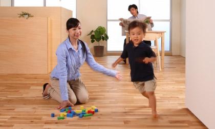 子供の走る画像